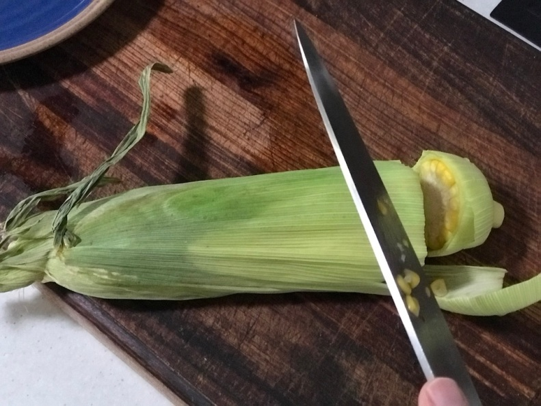 Cut the husk about 1.5 cm from the stalk.